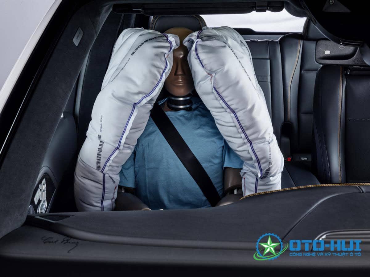 Nếu không thắt dây đai an toàn, túi khí có bung hay không?