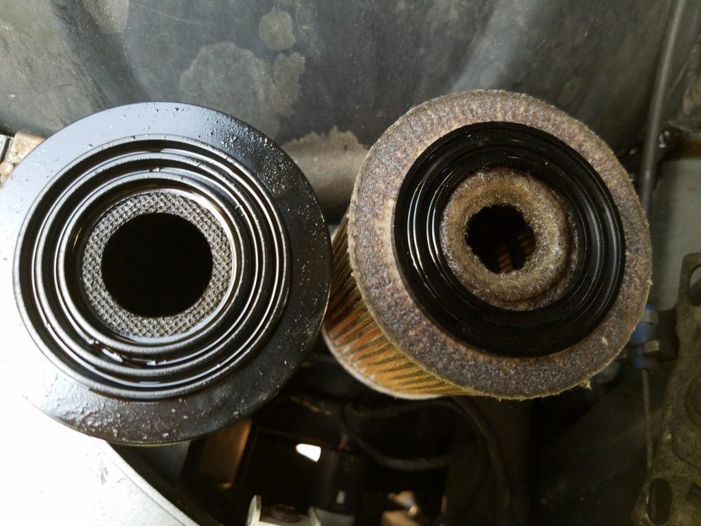 Bộ lọc dầu hư hỏng là một trong những nguyên nhân gây ra mùi dầu cháy.