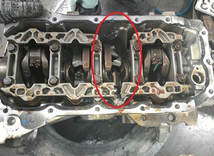 Một động cơ xe bị thuỷ kích