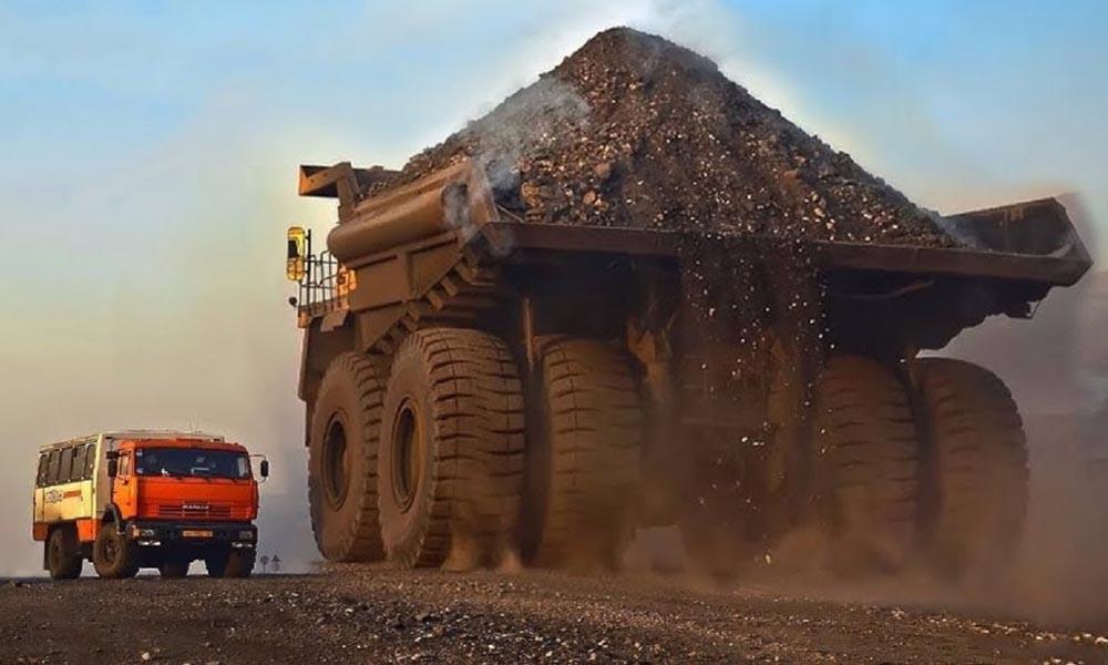 BelAZ 75710 (phải) - Chiếc xe tải hạng nặng lớn nhất thế giới