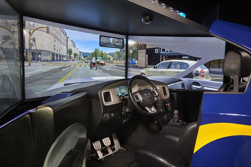 Thiết bị cài đặt phần mềm mô phỏng các tình huống giao thông sẽ được áp dụng trong học và thi bằng lái xe thời gian tới.