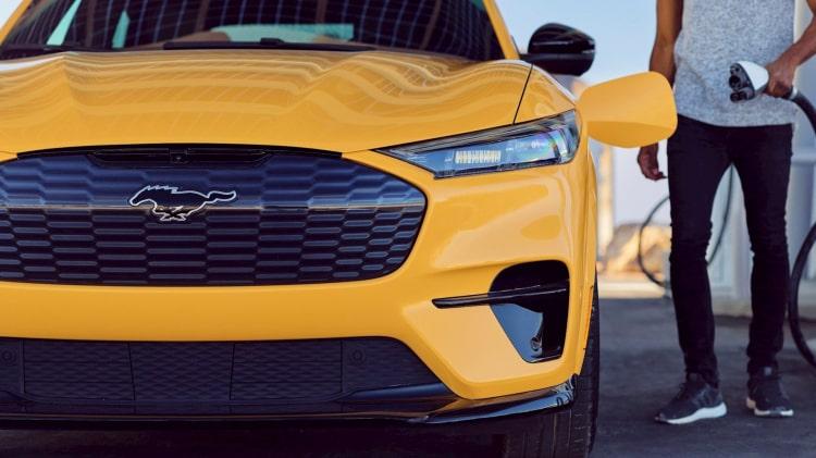 Bắt buộc phải chi thêm 30.000 USD nếu đại lý Ford muốn bán xe điện mới