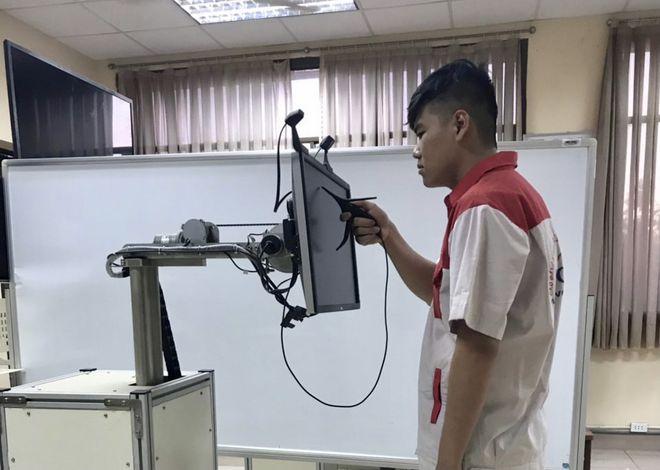 Thiết bị thực tế ảo dùng để thực hành ảo của Trường CĐ Kỹ nghệ 2