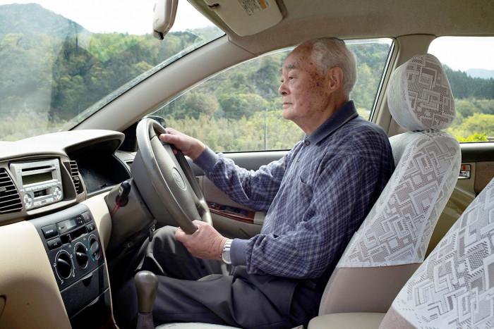 Nhật Bản đang cải tiến thiết kế ô tô nhằm tăng mức độ an toàn cho tài xế là người cao tuổi.