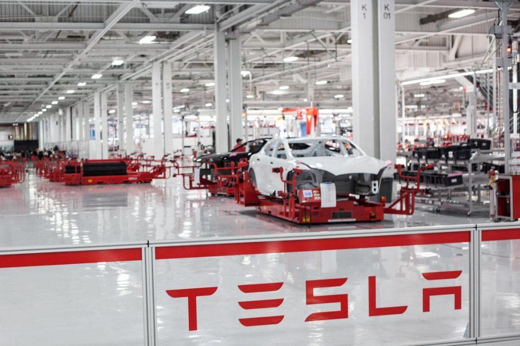 Mô hình bán hàng của Tesla: Bán trực tiếp từ nhà sản xuất tới tay khách hàng