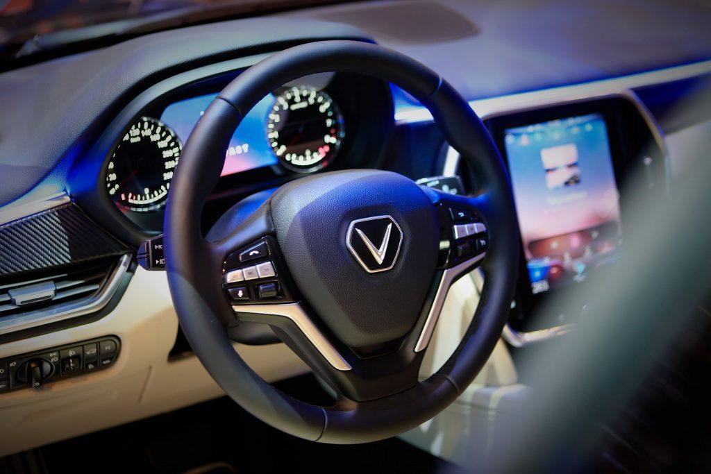 Trong tháng 4/2021, VinFast đã bán ra 1.559 xe Fadil, 627 xe Lux A2.0 và 531 xe Lux SA2.0.