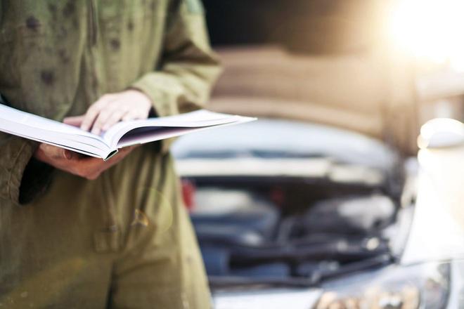 """Những thợ máy lành nghề nhất cũng thường xuyên phải đọc sách hướng dẫn sử dụng theo xe để không """"chữa lợn lành thành lợn què""""."""