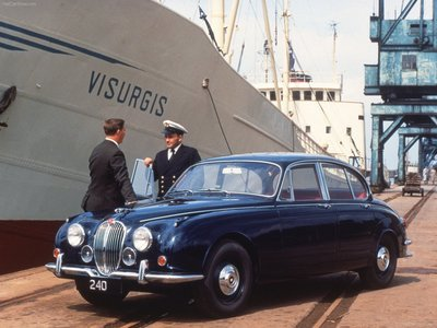 Chiếc Jaguar Mark II tại một bến cảng.