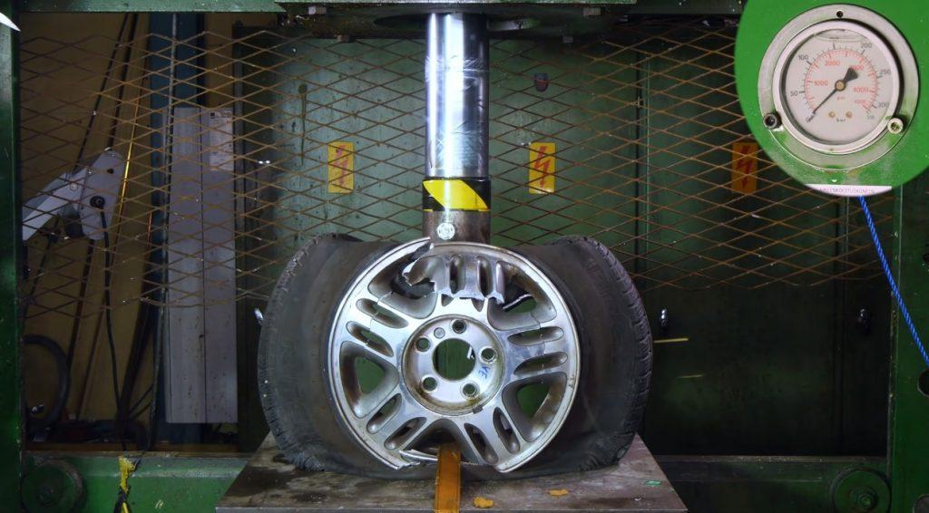 So sánh mâm xe ô tô bằng hợp kim và thép: Loại nào cứng hơn?