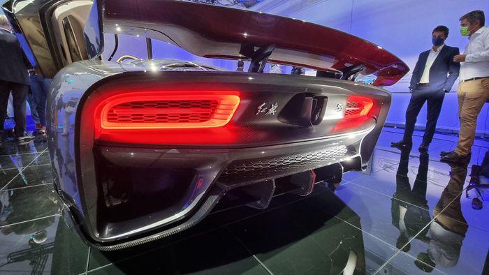 Hongqi S9 được trang bị động cơ đốt trong V8 twin-turbo dung tích 4.0L, công suất tối đa 850 mã lực và mô-men xoắn 850 Nm.
