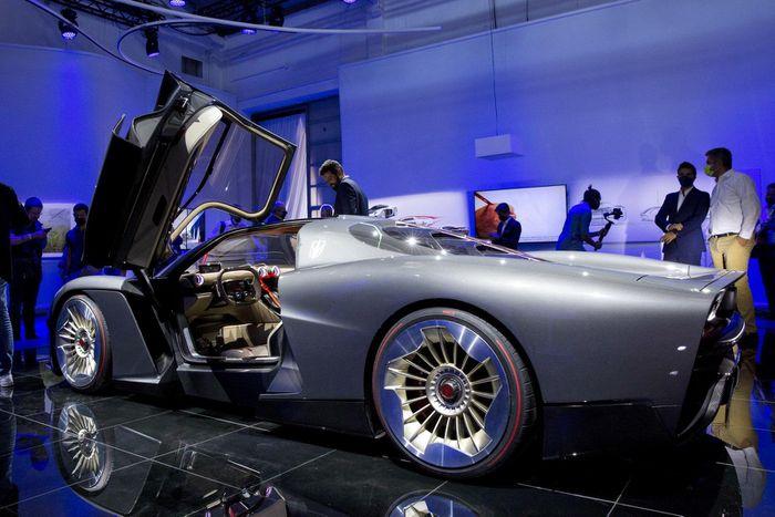 Siêu xe này có khả năng tăng tốc từ 0 lên 100 km/h dưới 2 giây, trước khi đạt vận tốc tối đa hơn 400 km/h.