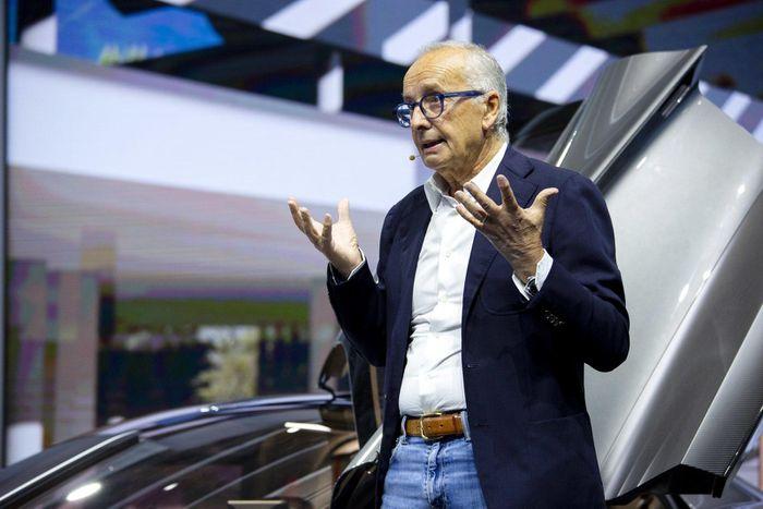 Đứng sau thiết kế của Hongqi S9 là ông Walter De Silva. Ông cũng là tác giả nhiều mẫu xe độc đáo như Lamborghini Miura concept, Egoista... khi còn làm cho tập đoàn Volkswagen.