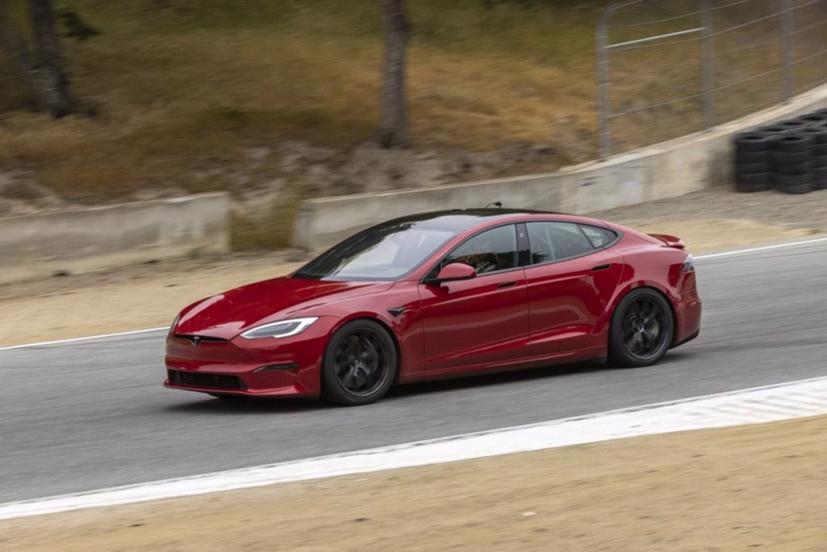 Xe điện Tesla Model S Plaid đã phá kỷ lục tốc độ của Porsche Taycan Turbo ở đường đua Nürburgring.